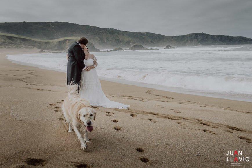 Juan Llavio. Fotografo_de_Bodas_en Gijón, Asturias. Fotografía de boda junto al mar.