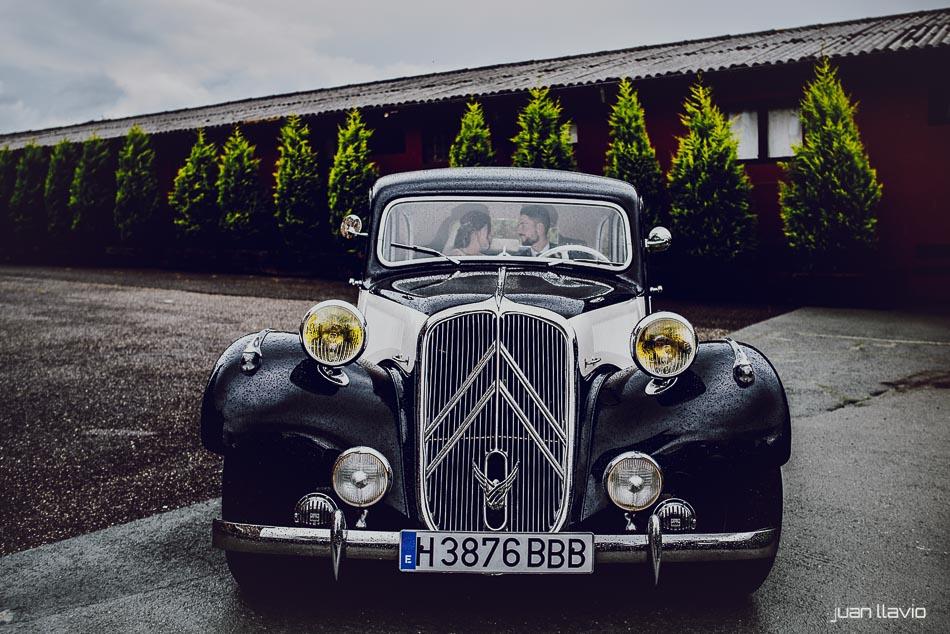 Fotos de bodas en Asturias con coches de lujo