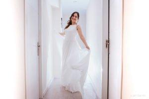 Fotos de boda originales y diferentes. Novia en su piso
