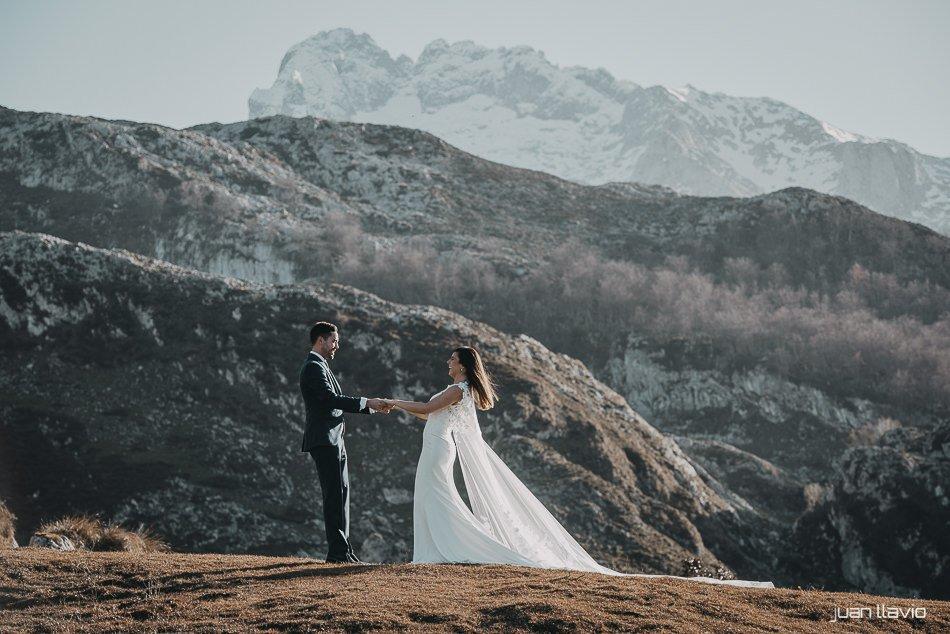 Foto de post boda cerca de Gijón en los lagos de Covadonga