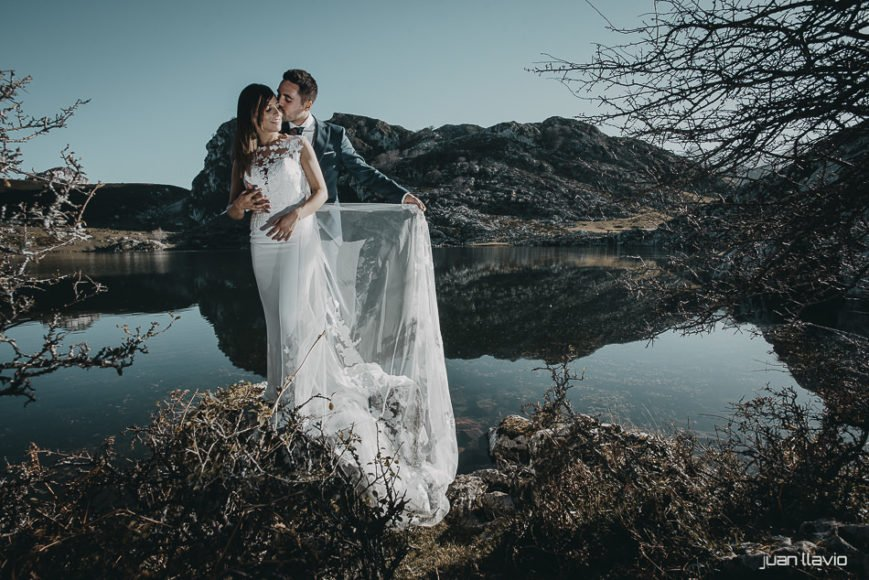 Fotografía de bodas cerca de Gijón, sesión postboda en plena naturaleza