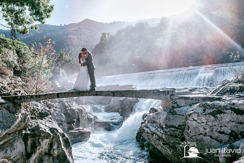 Revisar tu ábum de boda. Fotógrafo de bodas en Gijón y Asturias. Juan Llavio.